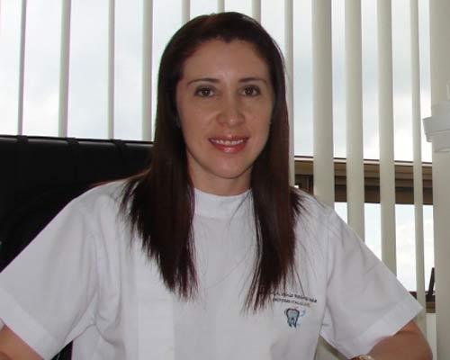 Dra. Vania Recinos Ocañales