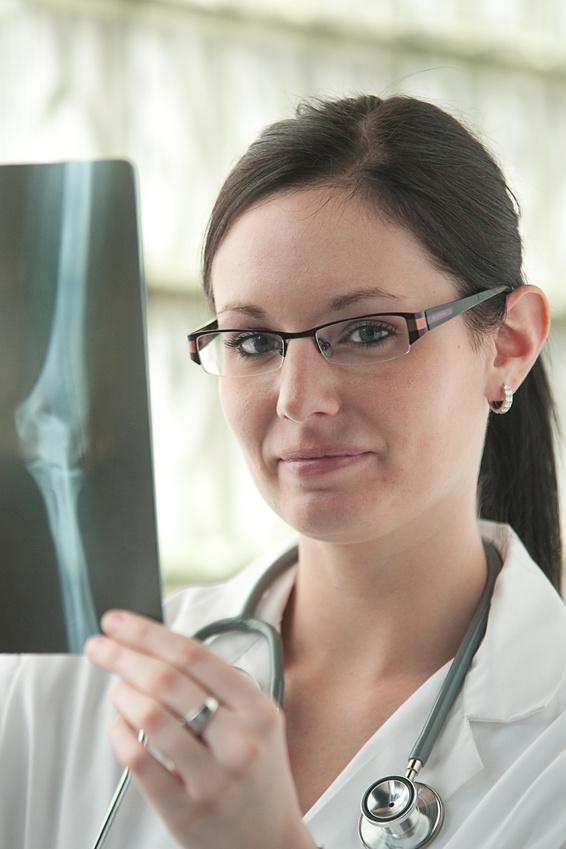 Recomendaría usted la cirugía de cadera o rodilla